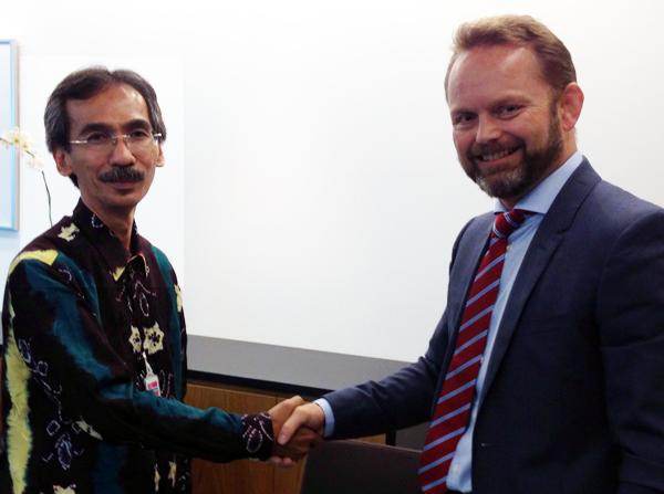 Priyambodo RH (kiri) dan Dubes Stig Traavik